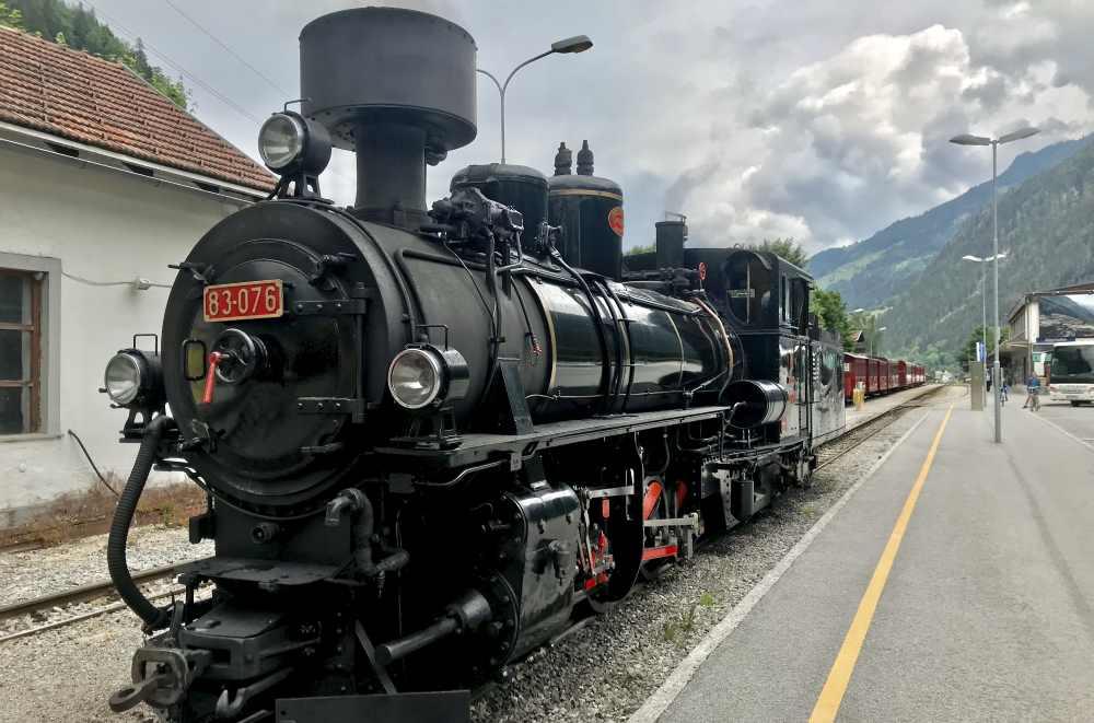 Ein Schmuckstück von einer Eisenbahn: Der Dampfzug der Zillertalbahn in Tirol