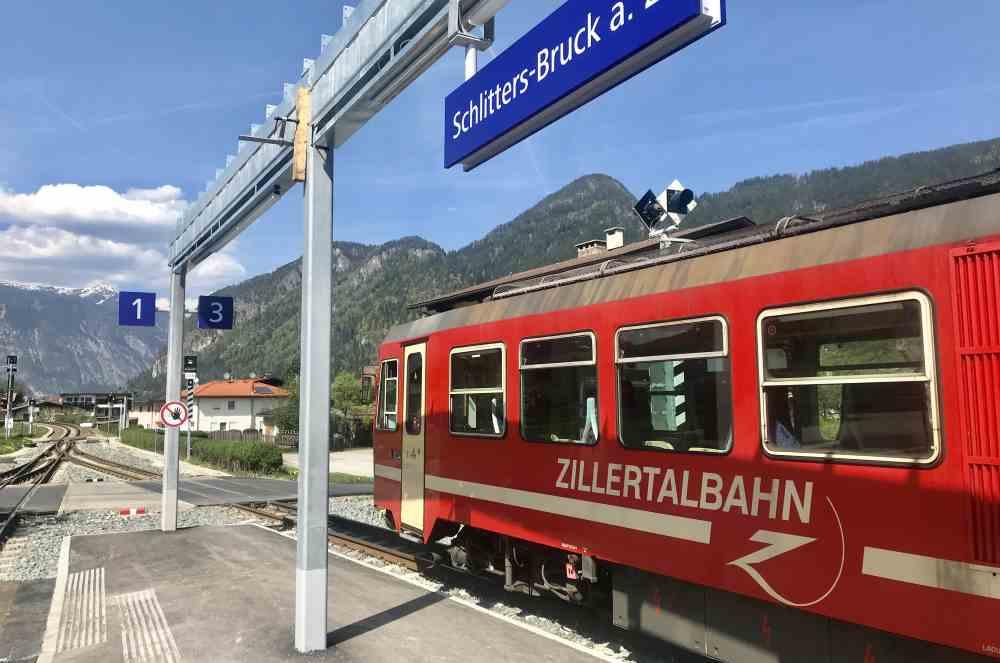 Am Rückweg kürzen wir mit der Zillertalbahn ab - zur Freude der Kinder