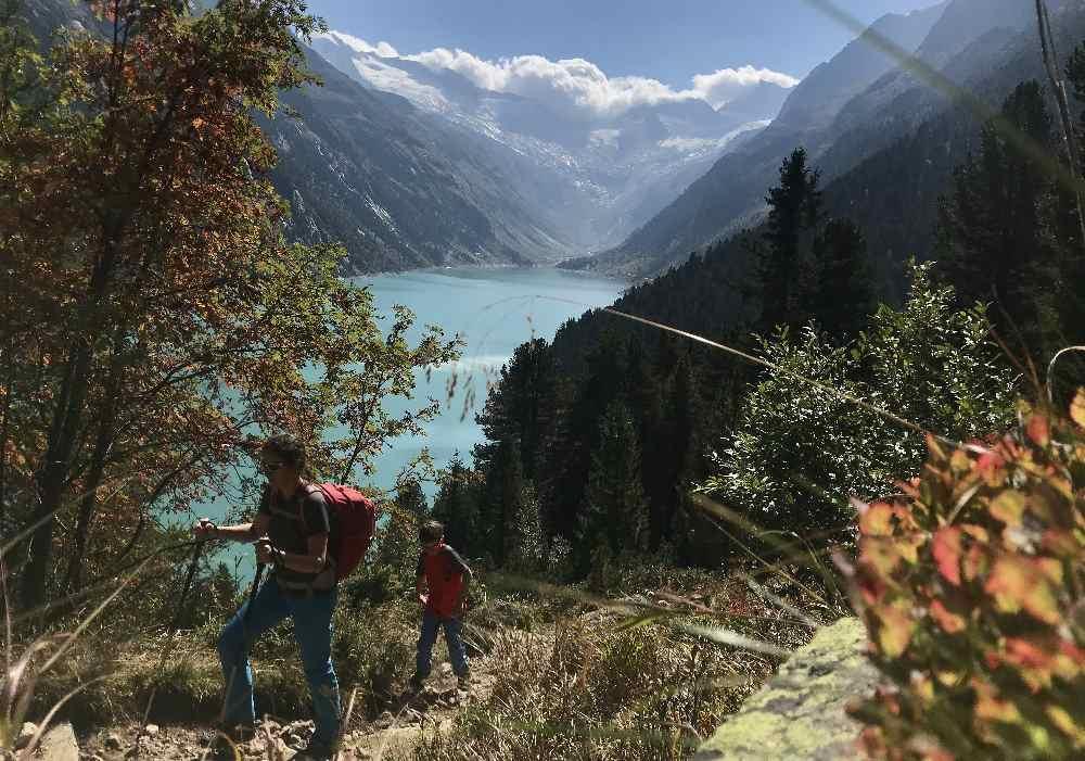 Sonnseitig wandern wir hinauf in den Zillertaler Alpen