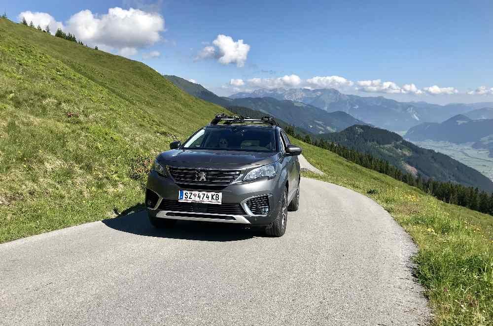 Murmelland Zillertal: Mit dem Auto fährst du auf der Zillertaler Höhenstraße ab Ried oder Kaltenbach bis direkt zur Kaltenbacher Skihütte