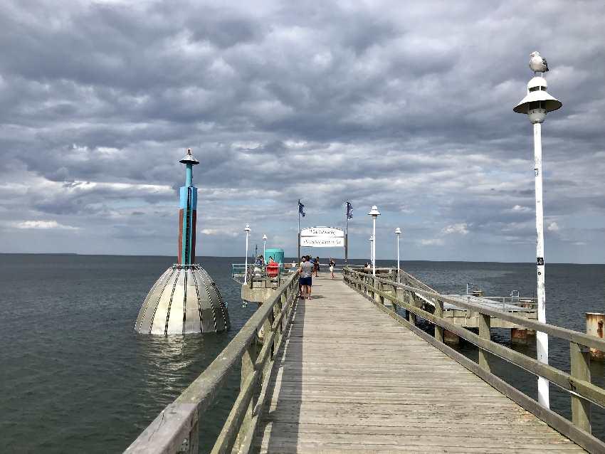 Gehört zum Zinnowitz Strand: Die Tauchgondel auf Taufgang in der Ostsee