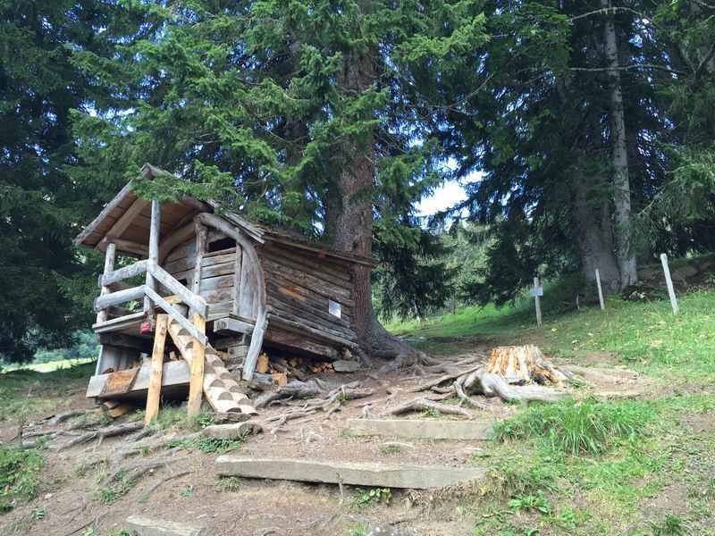 Am Zwerg Bartli Weg wandern: Das ist die Hütte von Zwerg Bartli bei Grotzenbüel
