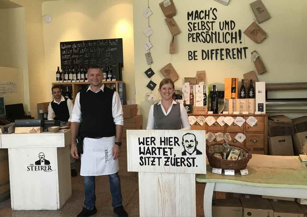 Das Empfangskomitee beim traditionellen steierischen Gasthof: Der Steirer Graz