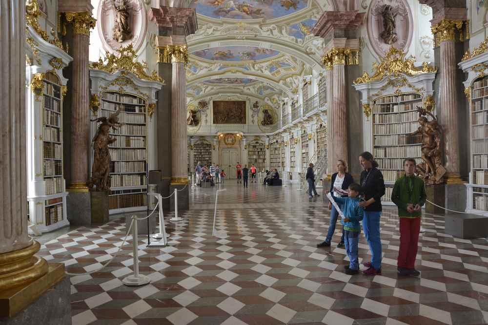 Die schönsten Ausflugsziele der Steiermark? Das ist die  weltgrößte Klosterbibliothek in Admont. Ausflugstipp bei Regenwetter!