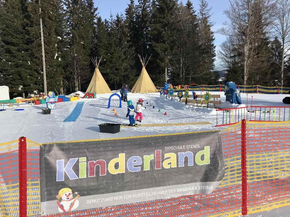Das ist das Kinderland im Skigebiet Steibis mit den Kinderskikursen
