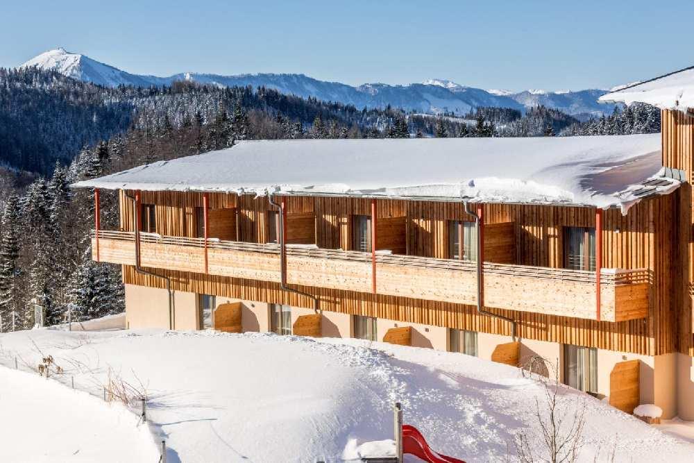 Schönes Familienhotel direkt im Skigebiet - hier in Annaberg in Österreich, (c) JUFA Hotels