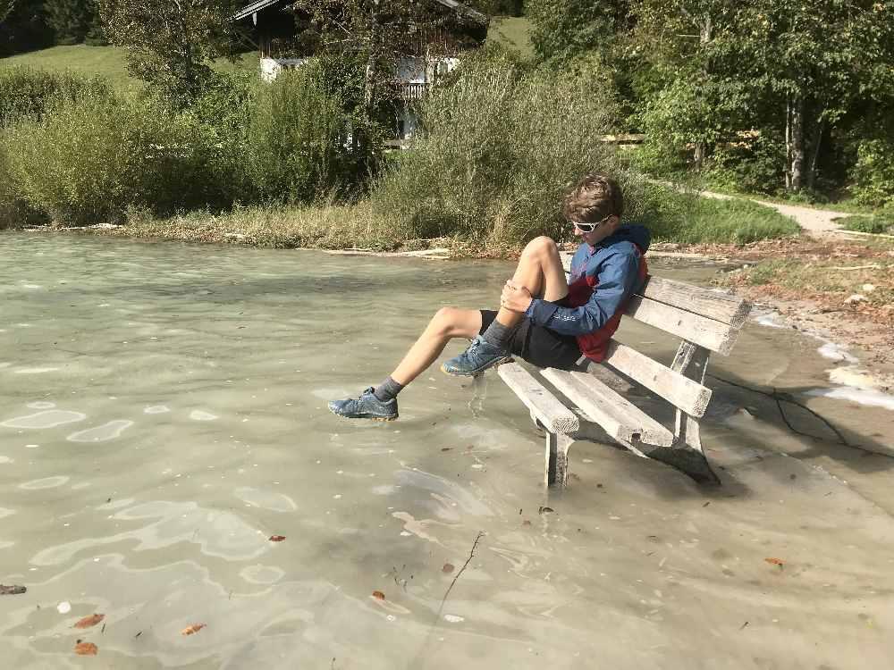 Wo im Frühsommer Sandstrand in Niedernach war, ist heute Wasser.