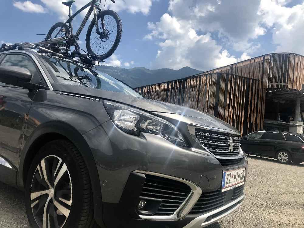 Viel Parkplätze sind im Sommer rund um die Spieljochbahn frei - kurze Wege zur Talstation!