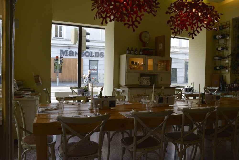Gemütlich sitzen im Restaurant der Steirer Graz - sehr freundlich zum Essen mit Kindern