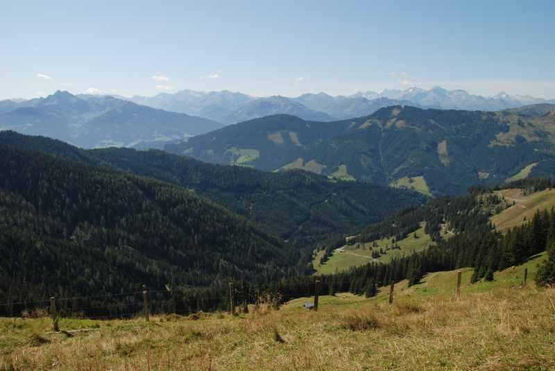 Super Aussicht über die Alpen beim wandern Dienten am Hochkönig