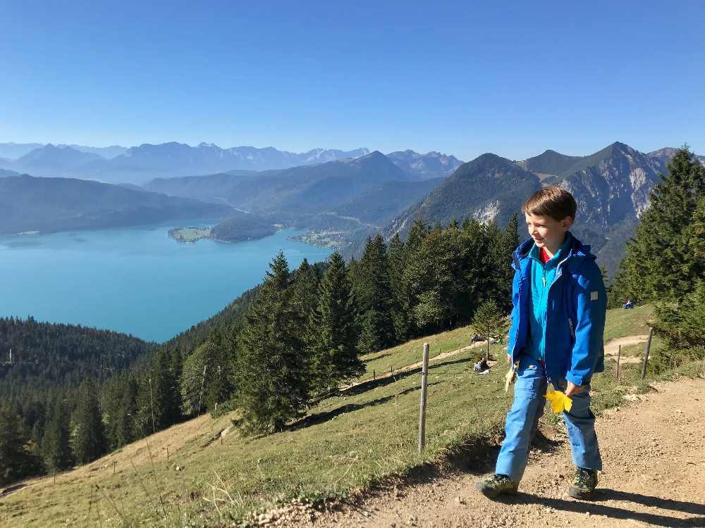Wandern mit Kindern München wohin? Hier am Walchensee mit Blick auf den Herzogstand