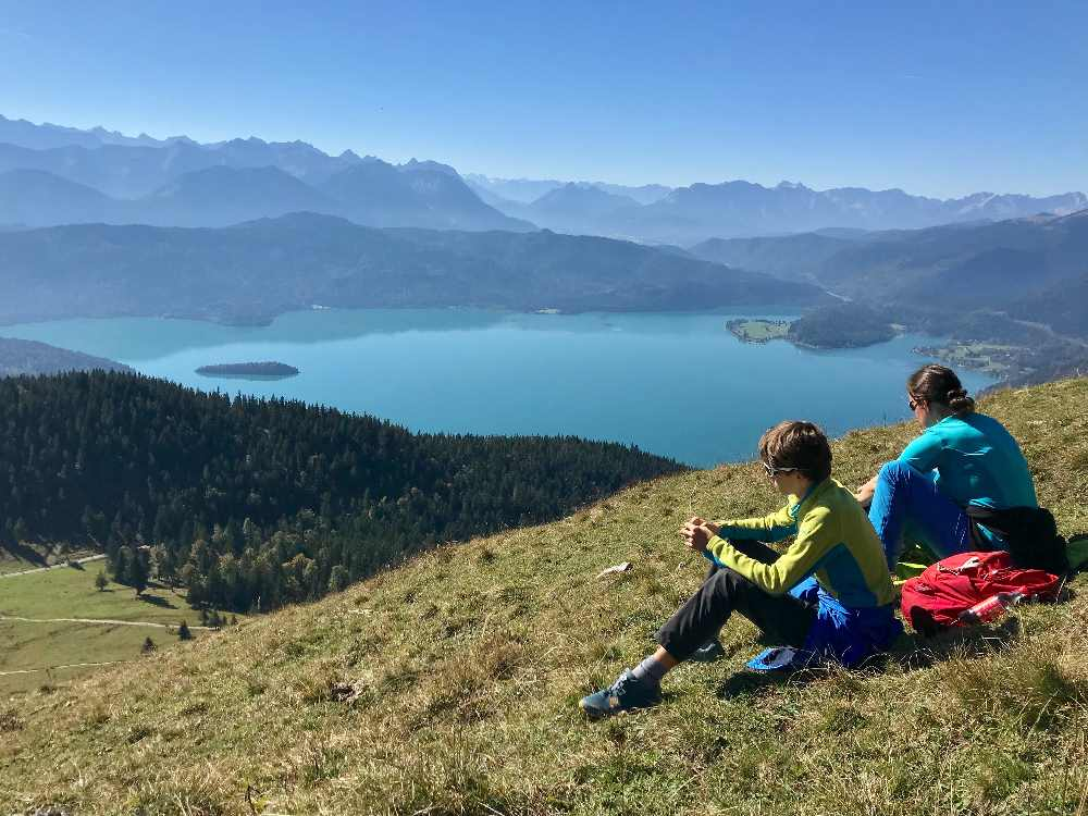 So schön ist das Münchner Umland zum Wandern mit Kindern - der Walchensee