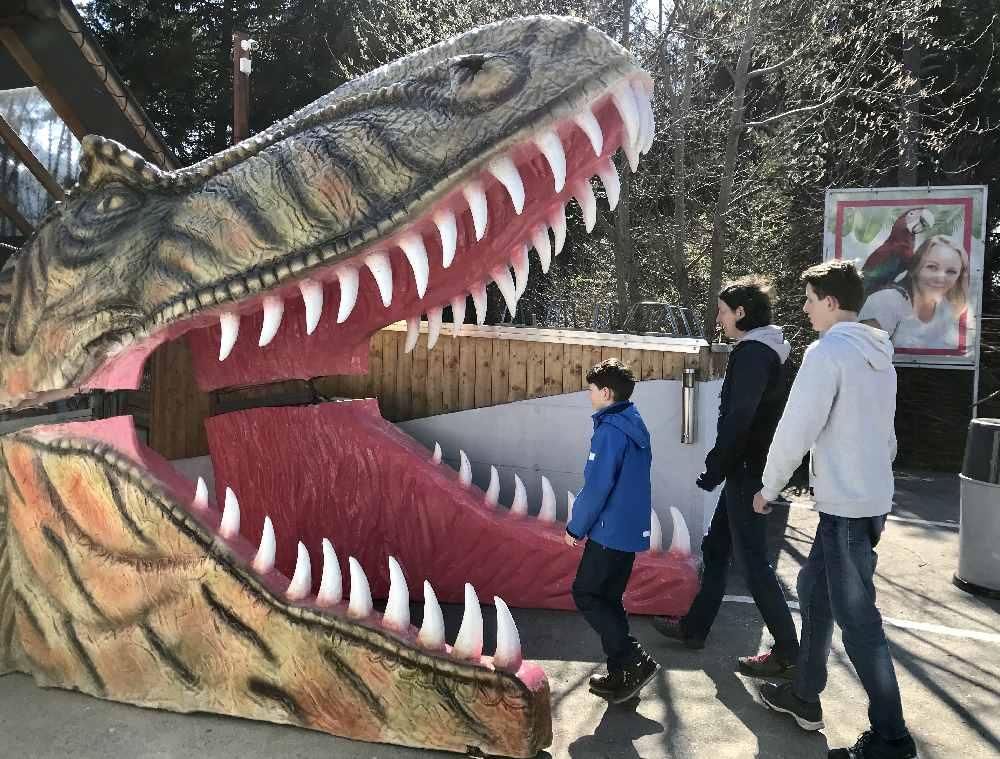 Stilecht: Der Eingang in das Dinoland!