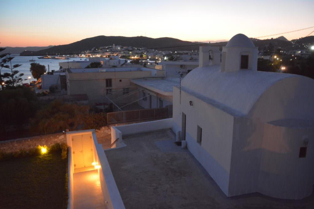 Adamas Griechenland bei Nacht