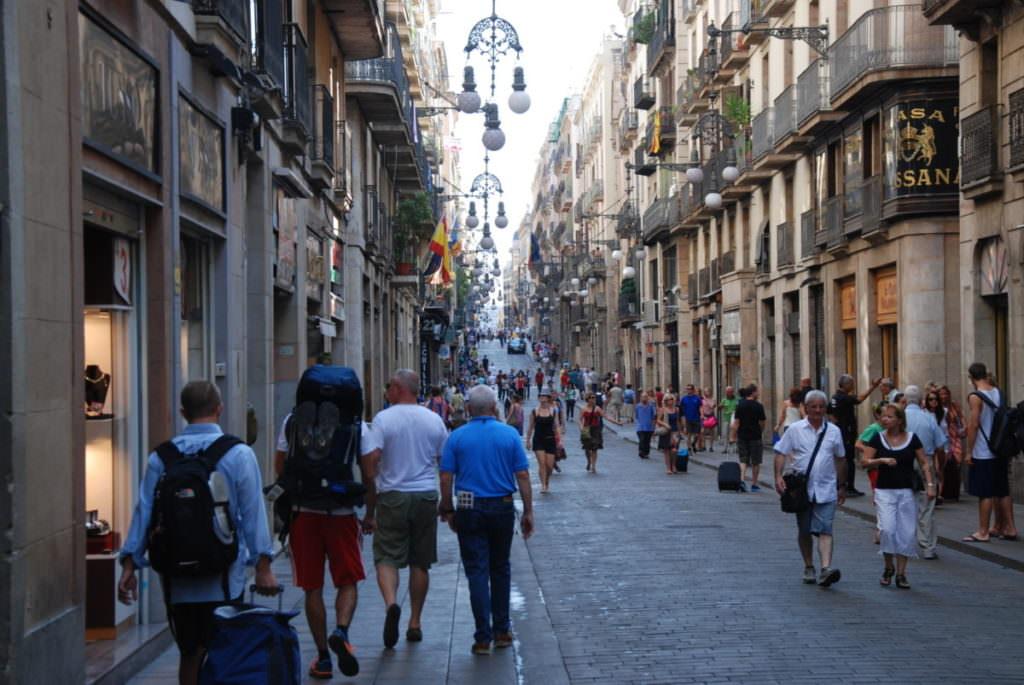 In der Altstadt Barcelona mit Kindern