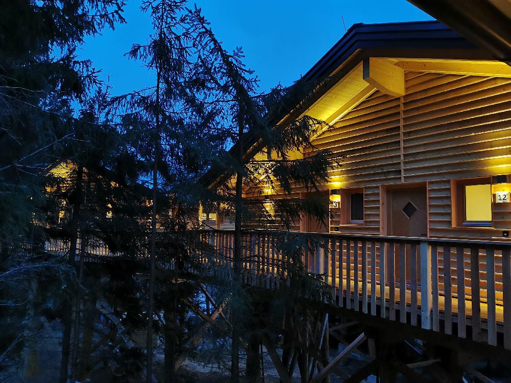 Statt Familienhotel: Im Baumhaushotel Kopfing mit Kindern übernachten