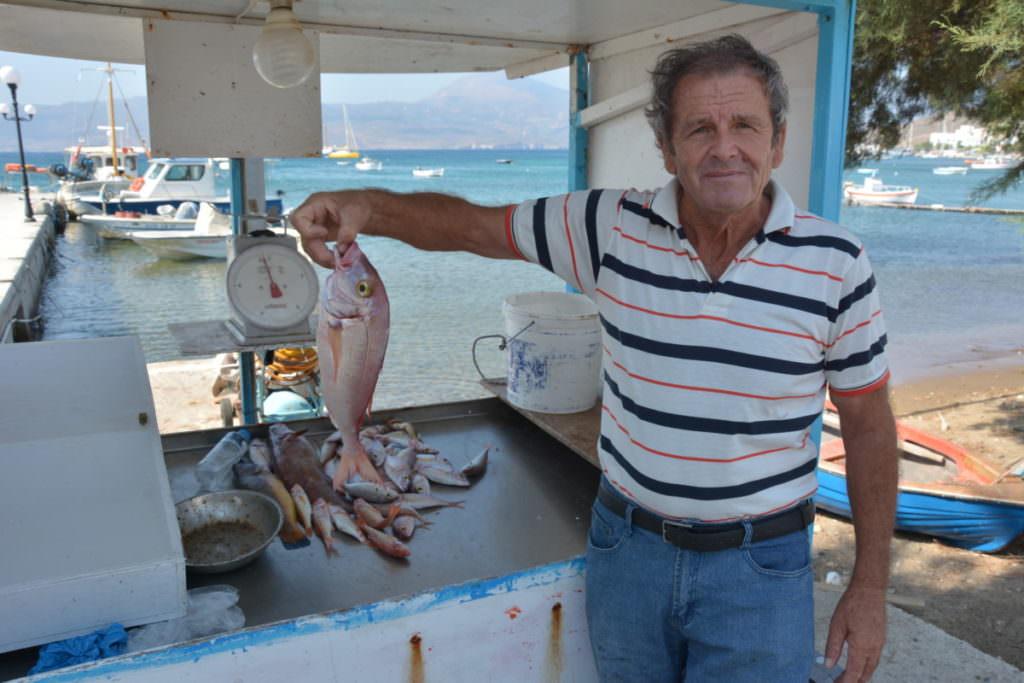 Nicht weit vom Ferienhaus auf Milos bekommst du frischen Fisch