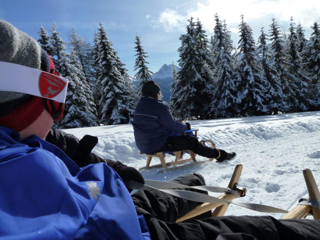 Rodeln Südtirol - ein Wintertraum mit Kindern im Schnee