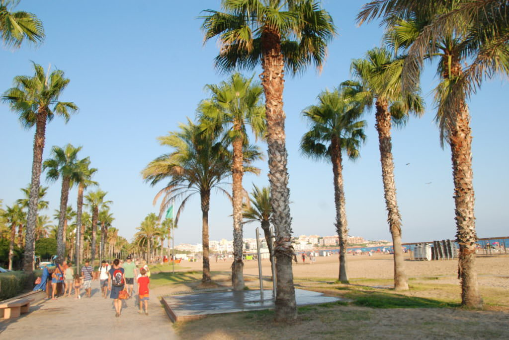 Abendspazierung auf der Salou Strand Promenade