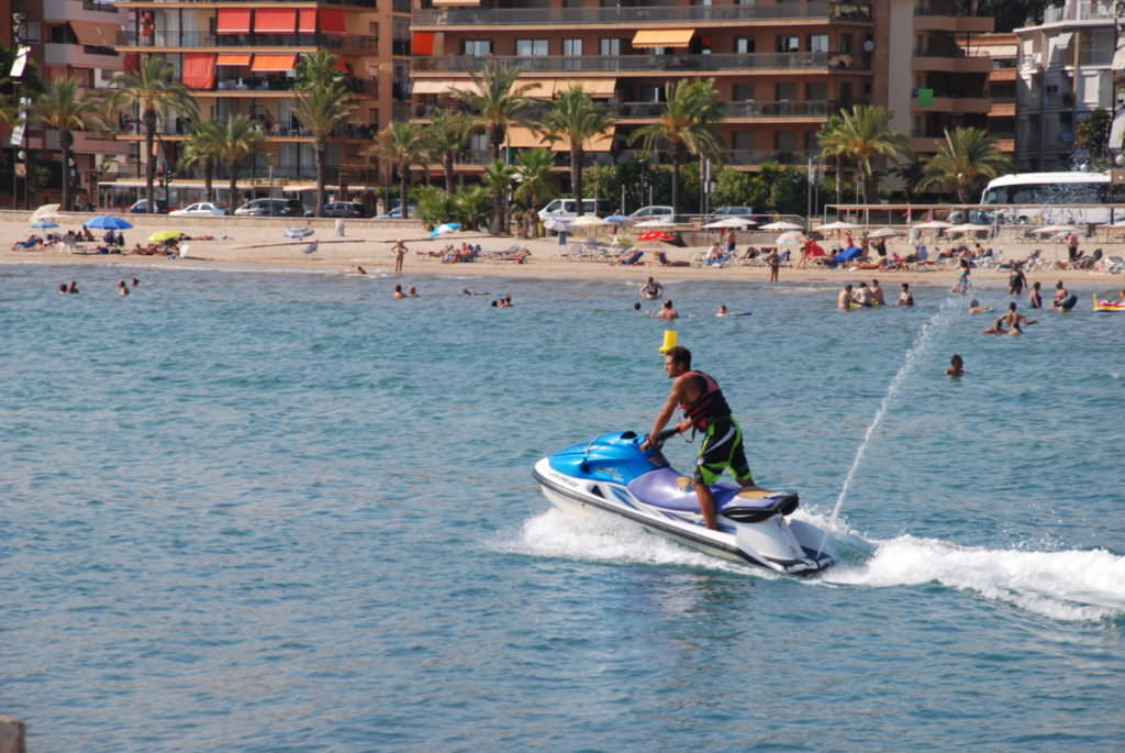 Salou Strand - Freizeitspaß mit Wasser Jet Ski