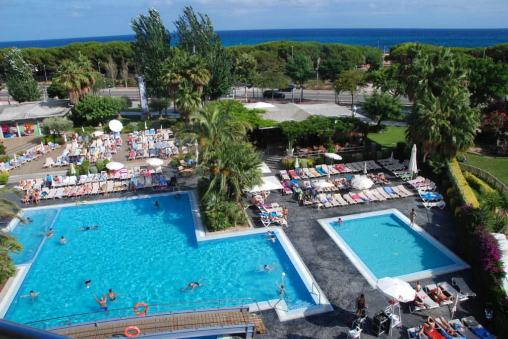 Santa Susanna Hotel - unser Blick vom Balkon auf den Pool, hinten das Meer
