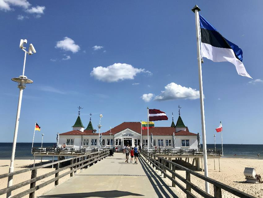 Usedom mit Kindern:  Wir sind auch mit dem Fahrrad zu den Ostseebädern und Seebrücken gefahren, hier die bekannte Seebrücke Ahlbeck
