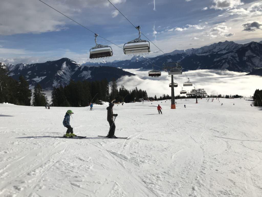 Viel Spaß beim Skifahren mit Kindern in Österreich!