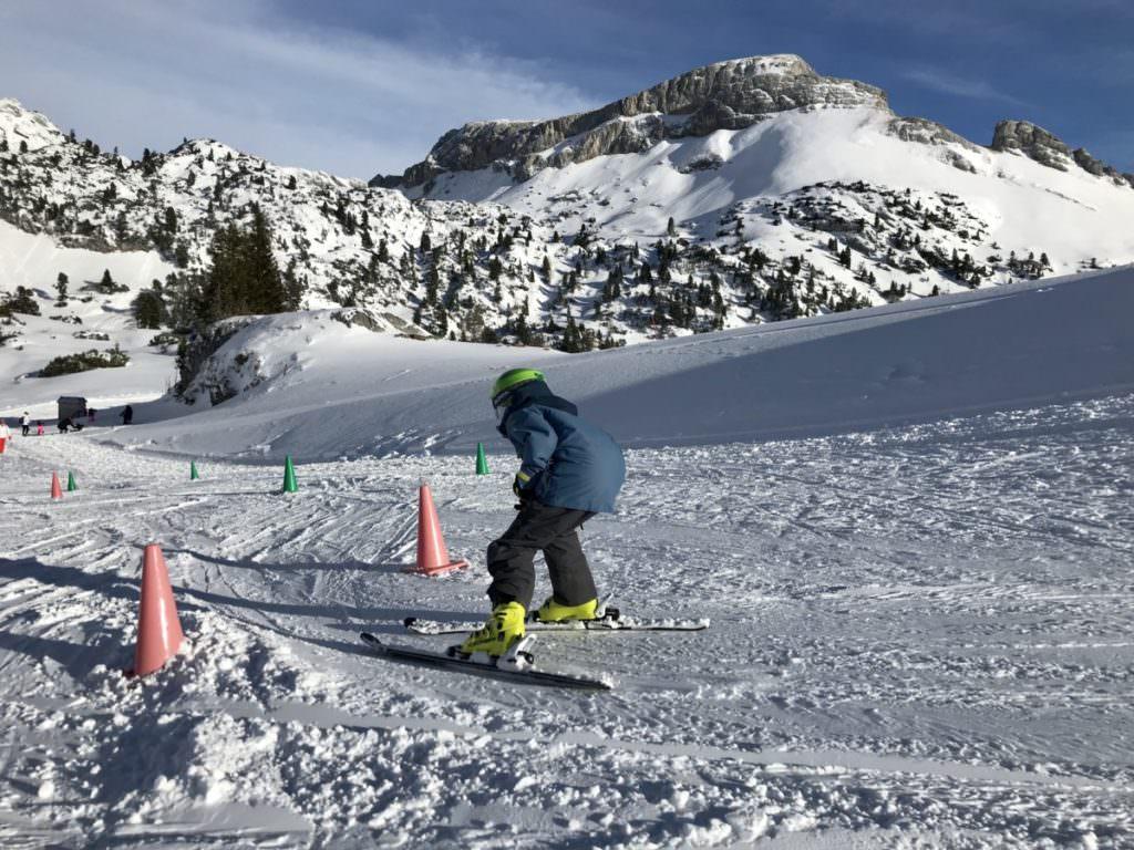 Suchst du einen Skikurs Tirol für Kinder?