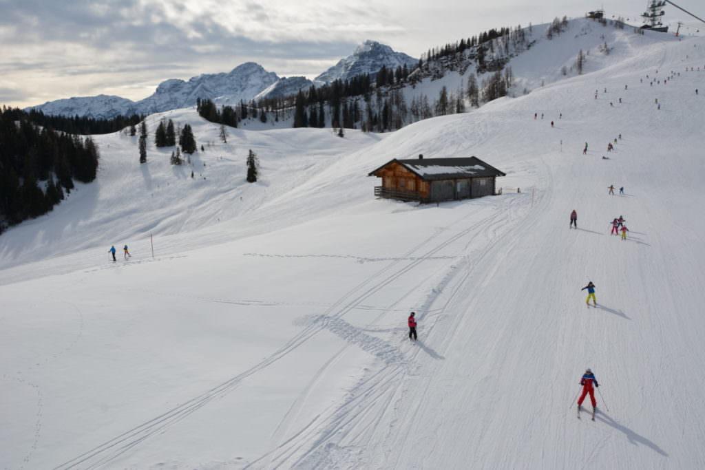 Skiurlaub mit Kindern im Salzburger Land: Zwischen den Almhütten skifahren in der Skialm Lofer