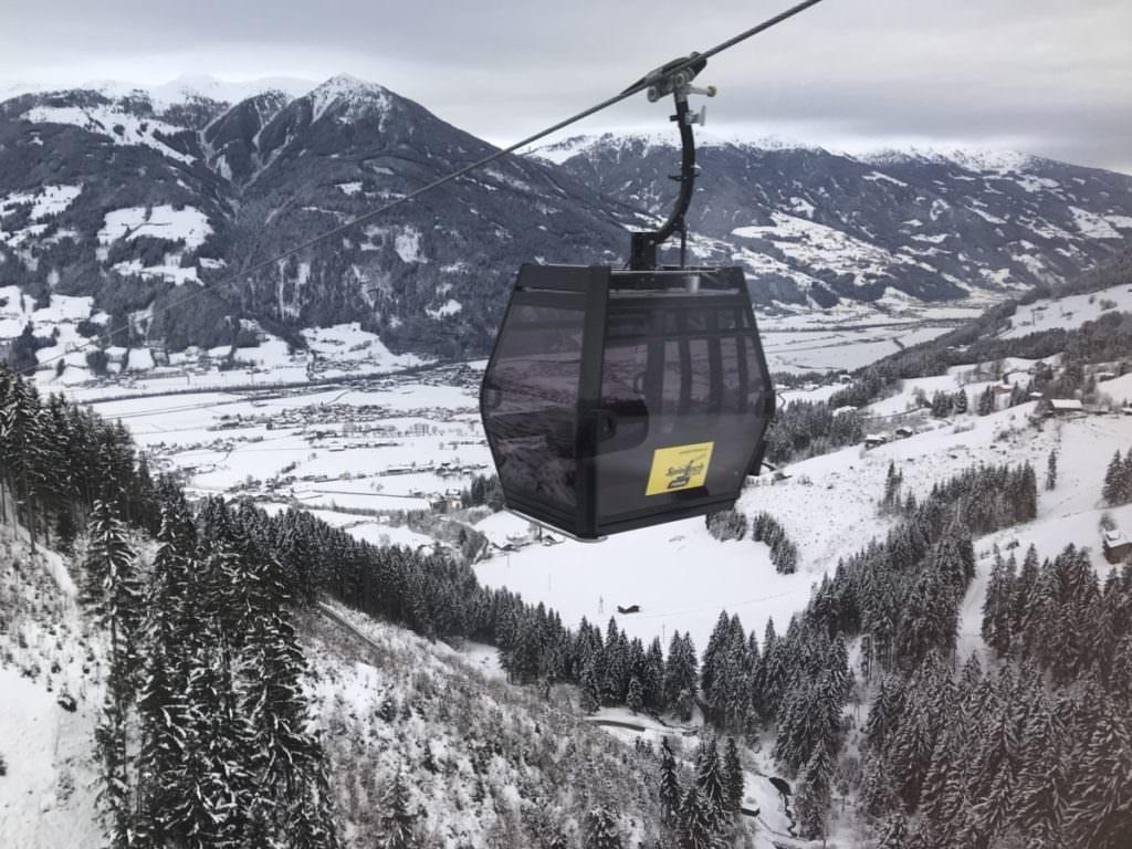 Skiurlaub mit Kindern Tirol Zillertal - die neue Gondelbahn ab Fügen auf´s Spieljoch