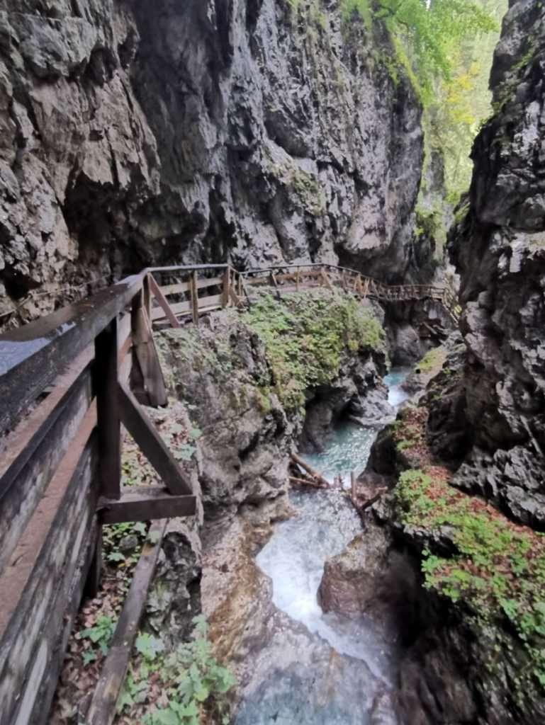 Wandern mit Kindern Österreich - in Tirol durch die Klammen und zu Naturdenkmälern