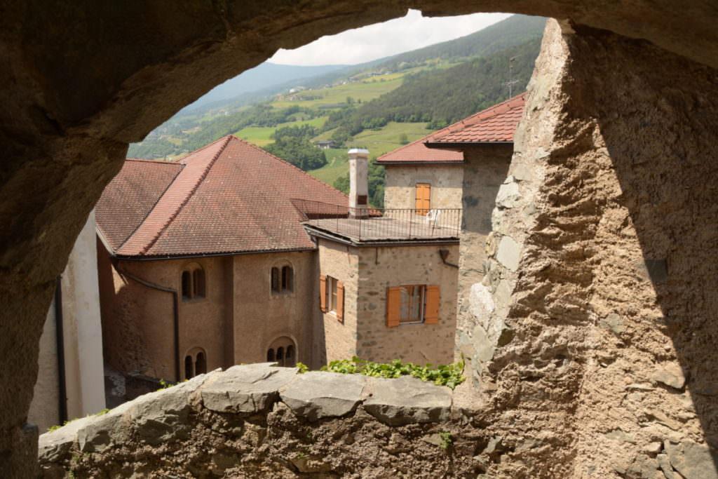 Das Kloster wirkt innen wir eine kleine Stadt