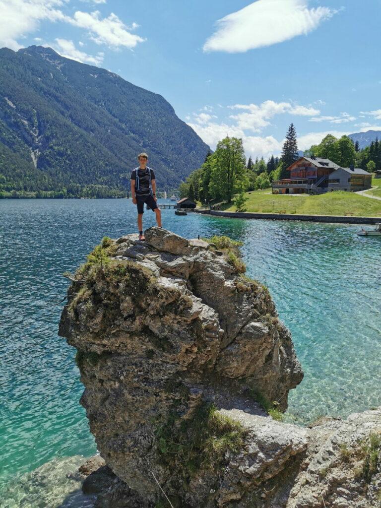 Statt Nutzung der Achensee Schifffahrt: Von der Gaisalm nach Achenkirch wandern, vorbei an diesem Aussichtsfelsen