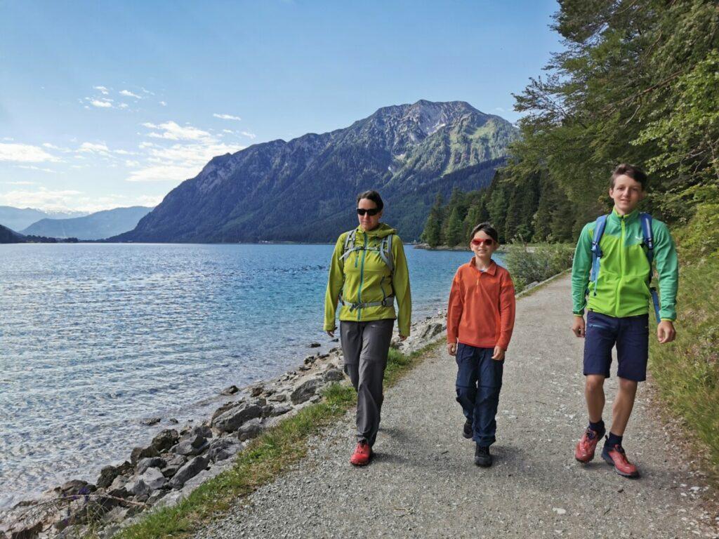 Vor der Achensee Schifffahrt: Von Pertisau direkt am Achensee wandern mit Kindern