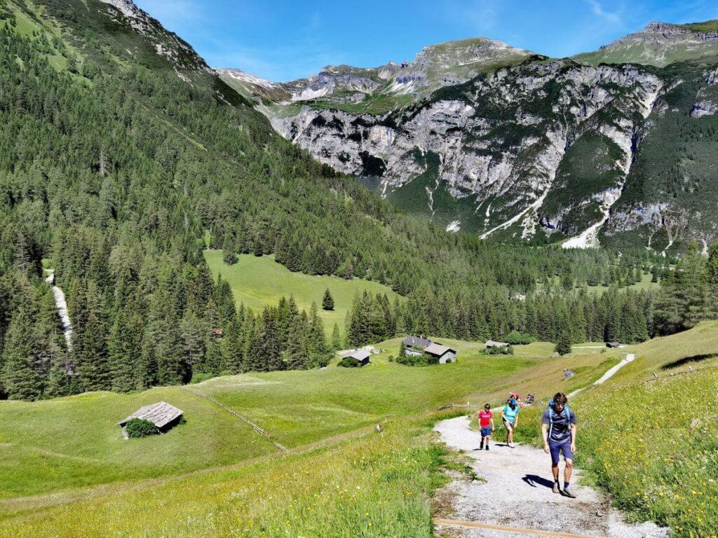 Traumhafte Berglandschaft mit den Almen in Obernberg