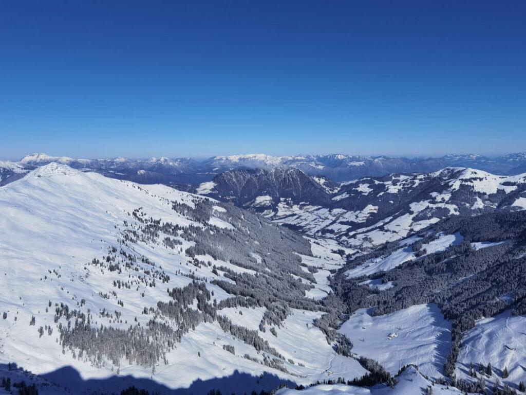 Ausblick auf den Winter im Alpbachtal mit Kindern - ein Winterwonderland im Schnee!