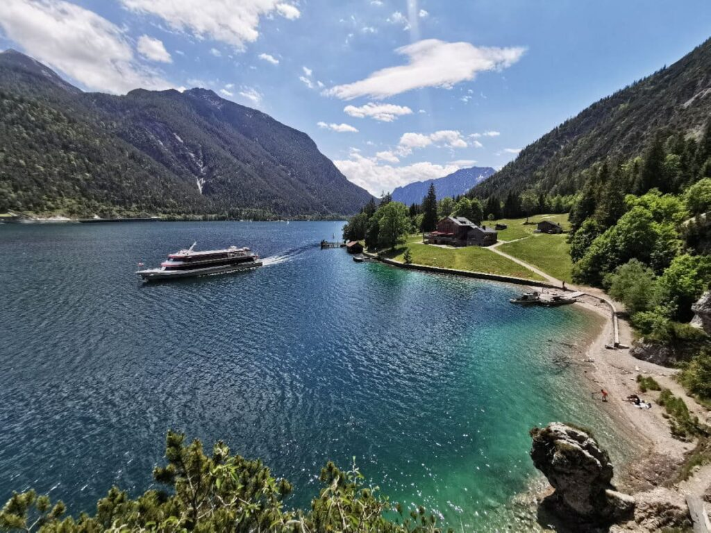 Ausflugsziele Österreich Tipp: Unser Traumtag mit Wanderung & Schiffahrt am größten See in Tirol
