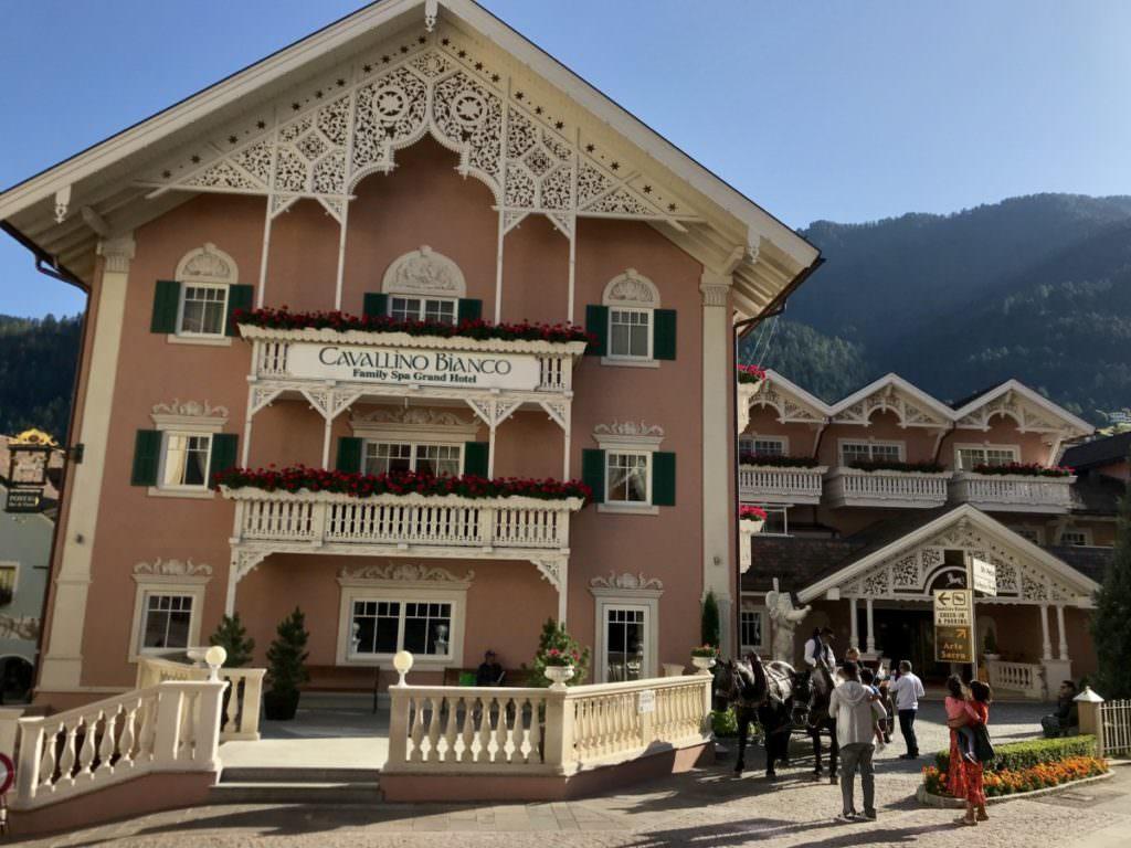 Aussergewöhnlich Übernachten im Luxus Familienhotel in Südtirol