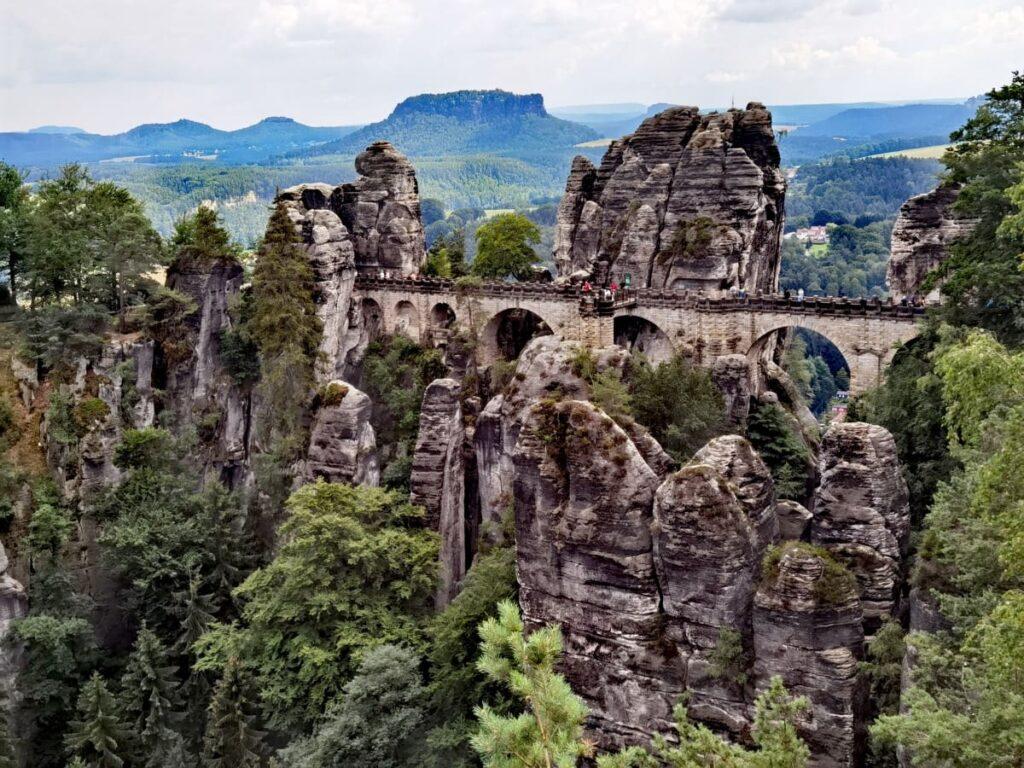 Unser Ausflug zur Bastei mit Kindern - samt Rundwanderung über die Brücke und die Schwedenlöcher
