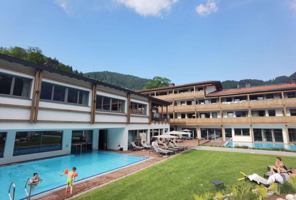 Du kannst in 4 Pools im Familienhotel Bayrischzell plantschen und schwimmen