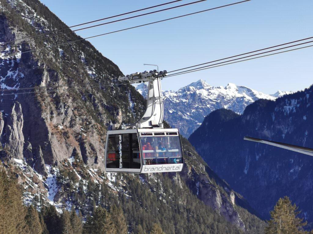 Rodelsafari mit den Bergbahnen Brandnertal - die Gondel bringt dich samt Rodel auf den Burtschasattel