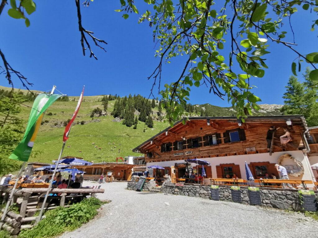 Wanderziel erreicht - das ist die schöne Alm im Karwendel