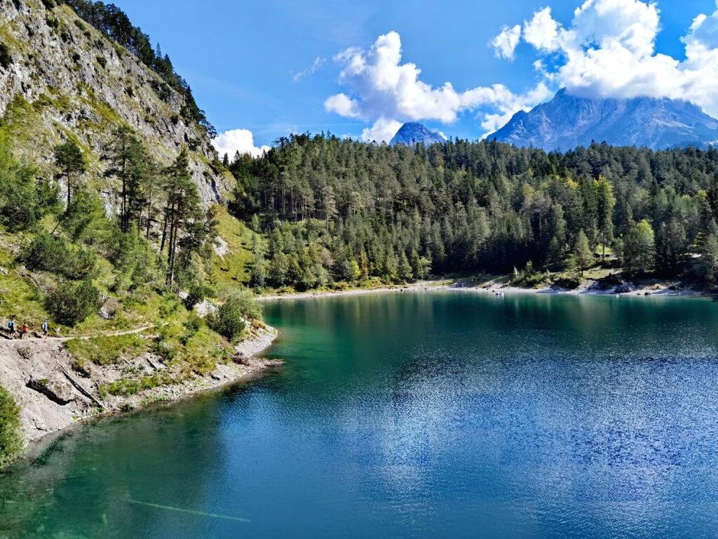 So idyllisch liegt der Blindsee bei Biberwier in Österreich