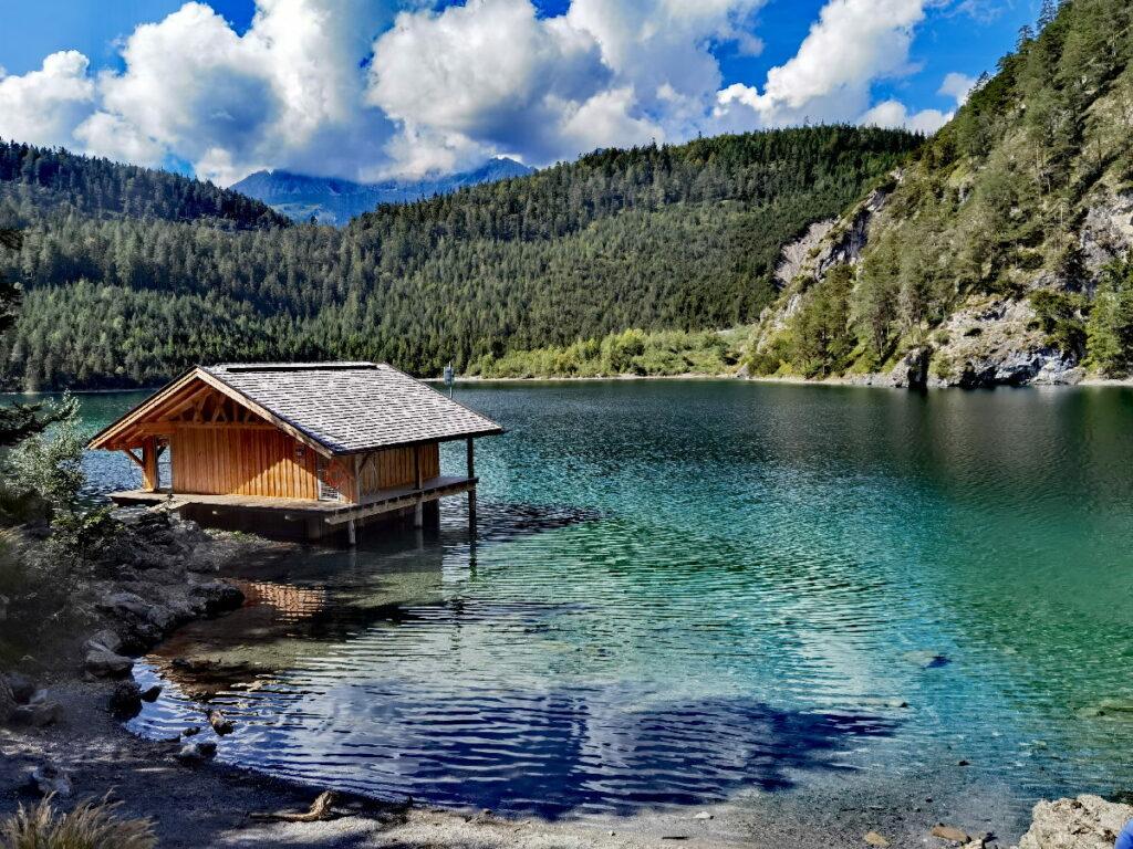 Traumhaft schön und nahe des Zugspitz Resort Ehrwald: Der Blindsee in Biberwier