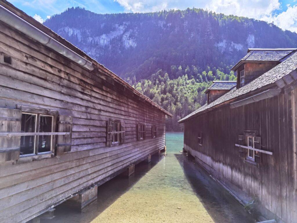 Auf der Königssee Malerwinkel Wanderung kommst du an diesen Bootshäusern vorbei