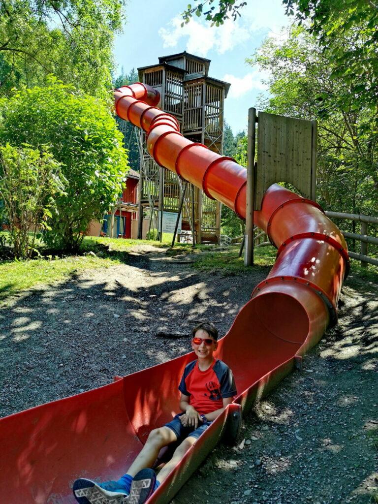 Gehört auch zum tollen Spielplatz in Bruck an der Mur - die lange rote Rutsche