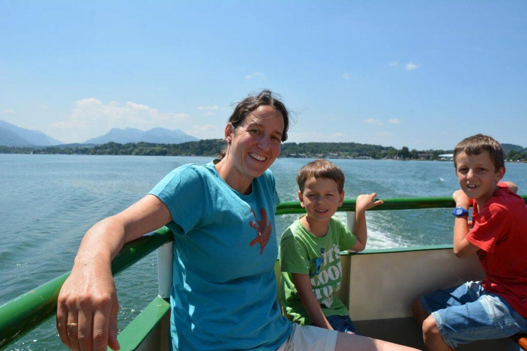 Auf dem Chiemsee mit Kindern den Wind um die Nase wehen lassen