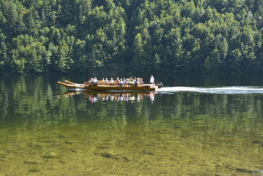 Auf der Drei Seen Tour mit der Plätte über den Toplitzsee