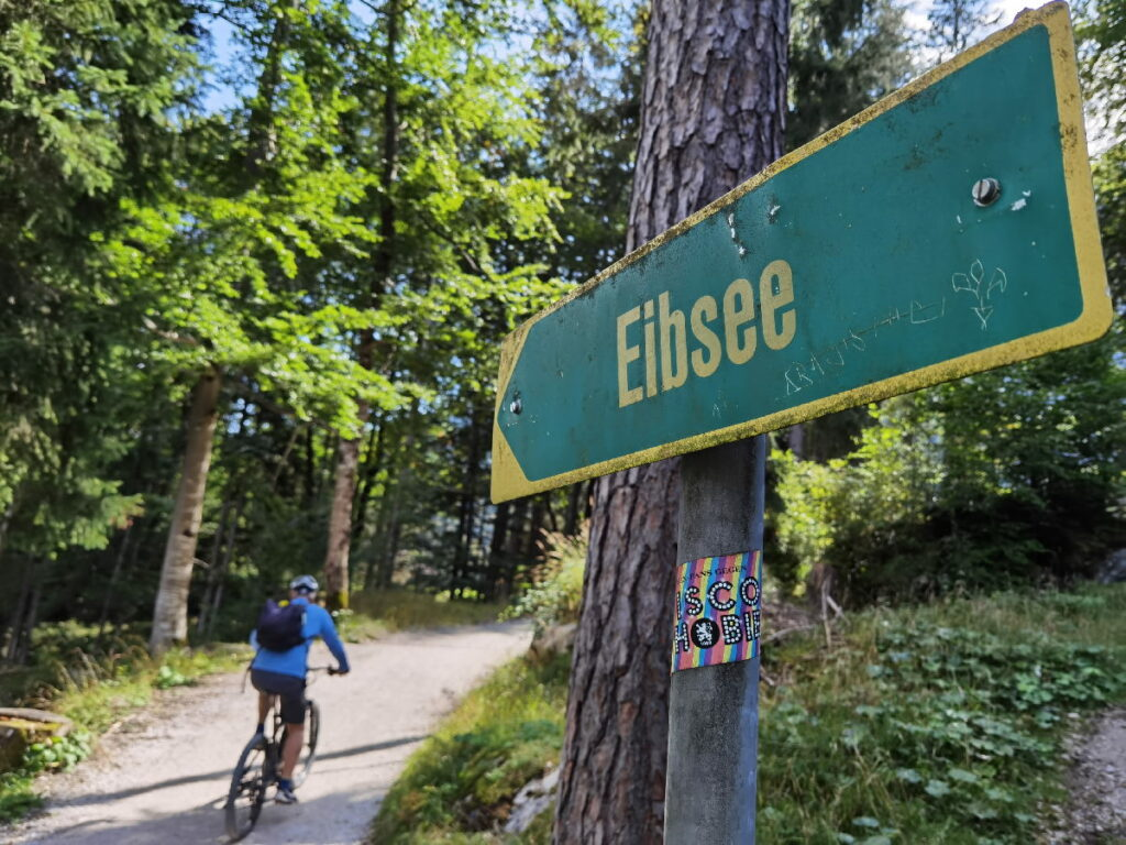 Durch den Bergwald mit dem Fahrrad Richtung Eibsee