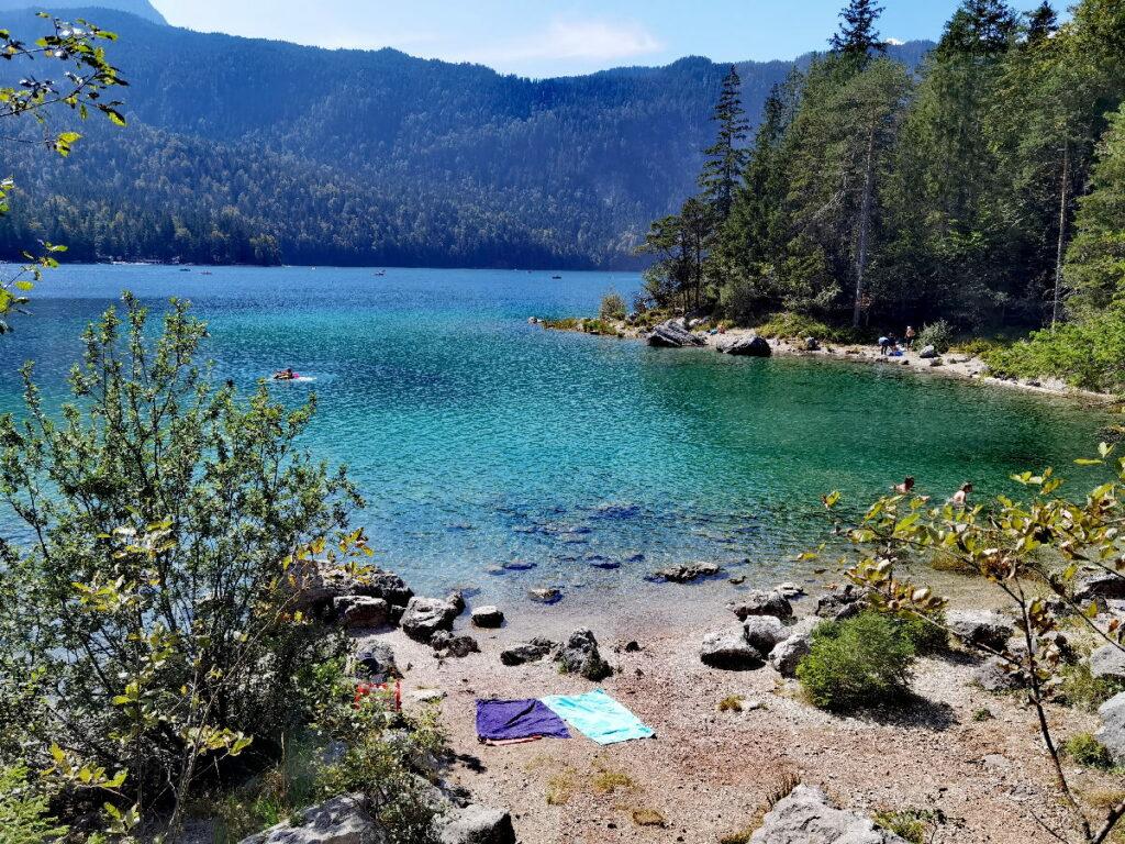 Am Eibsee baden - die wilden Badebuchten sind besonders beliebt